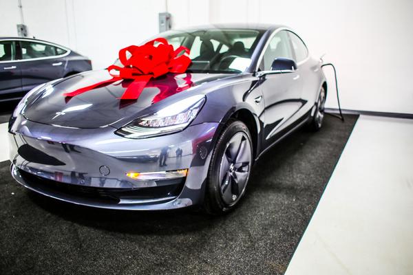 Temukan Bug Tesla Model 3, Dua hacker Diganjar Mobil Baru ...