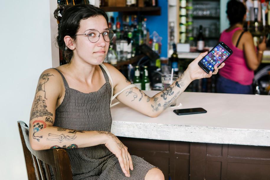 Anti-Android, Desainer Cantik Pilih Kencan dengan Apple Fanboy