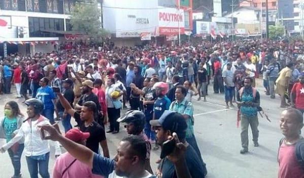 Massa Demo Ricuh, Kantor Telkom Jayapura Dibakar