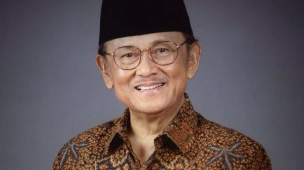 BJ Habibie Berpulang, Netizen Gaungkan #RIPBapakTeknologiIndonesia