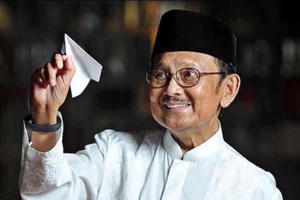 BJ Habibie Adalah Bapak Teknologi Indonesia