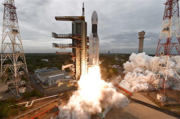 Gagal Mendarat di Bulan, Pesawat Antariksa India Hilang Kontak